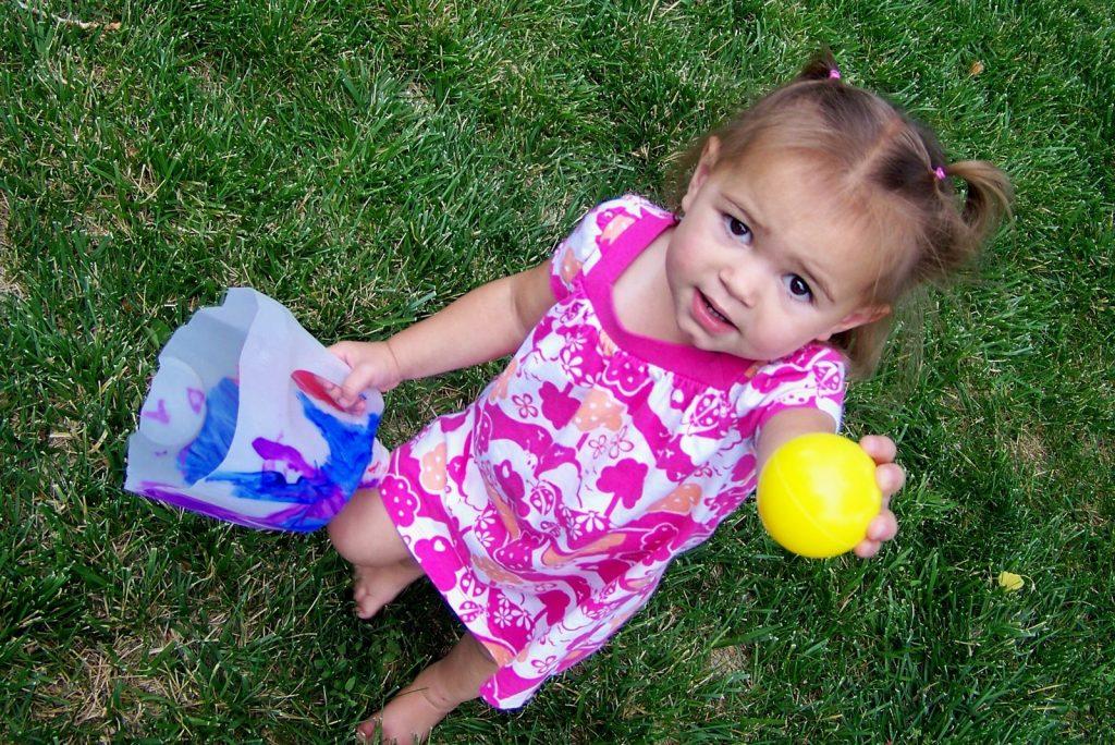 ทำขวดนมโยนลูกบอล