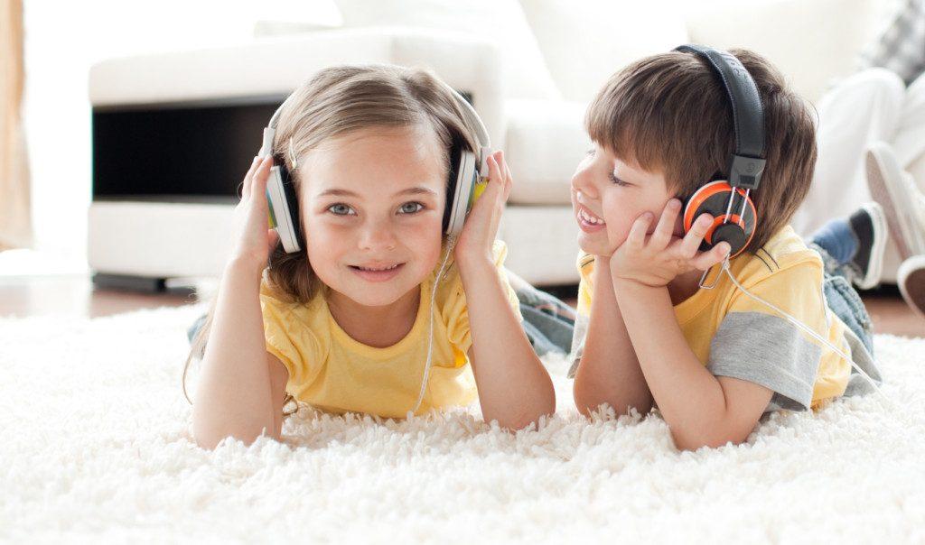 ฟังหนังสือเสียงและ Podcasts